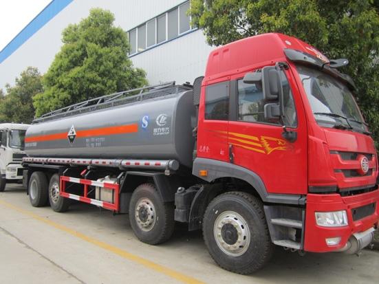 程力化工液体运输车的使用